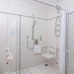 Отель Holiday Inn Munich-Unterhaching Германия, Унтерхахинг - 7 отзывов об отеле, цены и фото номеров - забронировать отель Holiday Inn Munich-Unterhaching онлайн ванная фото 2