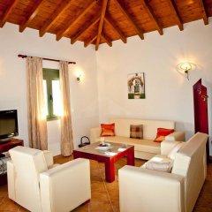 Отель Aselinos Suites комната для гостей фото 2