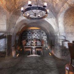 Mystique, a Luxury Collection Hotel, Santorini интерьер отеля фото 2