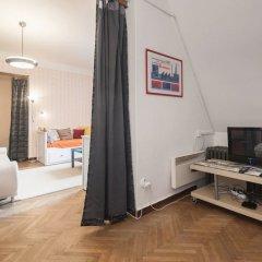 Апартаменты Velvet Revolution Apartment комната для гостей фото 3