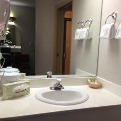 Отель Canadas Best Value Inn Langley Лэнгли ванная