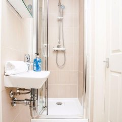 Отель Bright &Spacious Central 1 Bed Basement Flat Лондон ванная