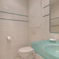 Отель La Tour-maubourg Париж ванная фото 2