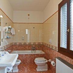 Hotel La Fenice Et Des Artistes ванная