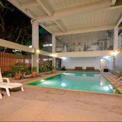 Отель ZenRooms Boss Prakanong Бангкок бассейн фото 2