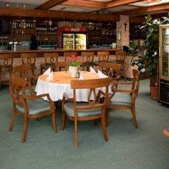 Отель Wellness Hotel Ida Чехия, Франтишкови-Лазне - отзывы, цены и фото номеров - забронировать отель Wellness Hotel Ida онлайн гостиничный бар