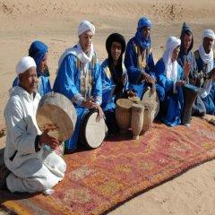 Отель Kasbah Hotel Tombouctou Марокко, Мерзуга - отзывы, цены и фото номеров - забронировать отель Kasbah Hotel Tombouctou онлайн пляж