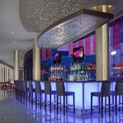 Отель Elara by Hilton Grand Vacations - Center Strip США, Лас-Вегас - 8 отзывов об отеле, цены и фото номеров - забронировать отель Elara by Hilton Grand Vacations - Center Strip онлайн гостиничный бар фото 2