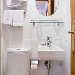 Отель Hostal Felipe V Испания, Мадрид - отзывы, цены и фото номеров - забронировать отель Hostal Felipe V онлайн ванная фото 2