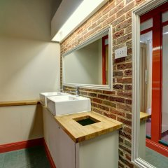 PubLove @ The Green Man - Hostel ванная