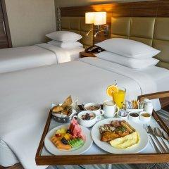Отель Hilton Garden Inn Dubai Al Muraqabat Дубай в номере