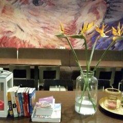 Hotel Van Gogh гостиничный бар