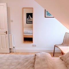 Отель 1 Bedroom Penthouse Apartment On Royal Mile Великобритания, Эдинбург - отзывы, цены и фото номеров - забронировать отель 1 Bedroom Penthouse Apartment On Royal Mile онлайн комната для гостей фото 2