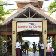 Doctors Cave Beach Hotel городской автобус