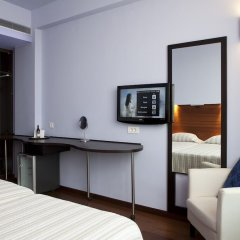 Athens Center Square Hotel сейф в номере