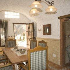 Отель Cuevalia. Alojamiento Rural En Cueva Сьерра-Невада комната для гостей фото 5