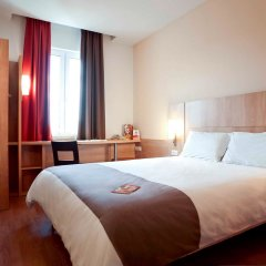 Гостиница Ибис Сибирь Омск в Омске 2 отзыва об отеле, цены и фото номеров - забронировать гостиницу Ибис Сибирь Омск онлайн комната для гостей фото 2