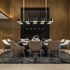 Four Seasons Hotel Dubai International Financial Centre питание фото 3