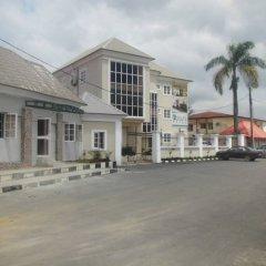 Отель Adsuit Hotel Нигерия, Калабар - отзывы, цены и фото номеров - забронировать отель Adsuit Hotel онлайн парковка