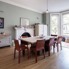 Апартаменты Onefinestay - Holland Park Apartments Лондон в номере фото 2