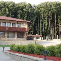 Отель Wellness Resort Ostrovche Болгария, Тырговиште - отзывы, цены и фото номеров - забронировать отель Wellness Resort Ostrovche онлайн парковка