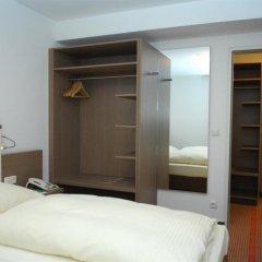 Отель Landhotel Martinshof сейф в номере