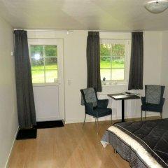 Отель By The Bridge Bed & Breakfast Миддельфарт комната для гостей