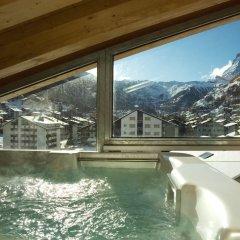 Отель Mountain Exposure Luxury Chalets & Penthouses & Apartments Швейцария, Церматт - отзывы, цены и фото номеров - забронировать отель Mountain Exposure Luxury Chalets & Penthouses & Apartments онлайн бассейн