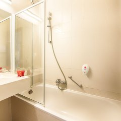 Отель Leonardo Hotel Antwerpen (ex Florida) Бельгия, Антверпен - 2 отзыва об отеле, цены и фото номеров - забронировать отель Leonardo Hotel Antwerpen (ex Florida) онлайн ванная