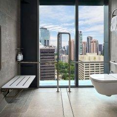 Отель YOTEL Singapore Orchard Road ванная