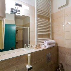 Отель Corvin Hotel Budapest - Sissi wing Венгрия, Будапешт - 2 отзыва об отеле, цены и фото номеров - забронировать отель Corvin Hotel Budapest - Sissi wing онлайн ванная фото 2