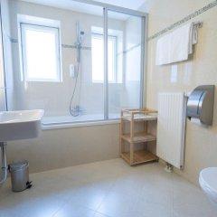 Отель Guter Hirte Австрия, Зальцбург - отзывы, цены и фото номеров - забронировать отель Guter Hirte онлайн ванная фото 2