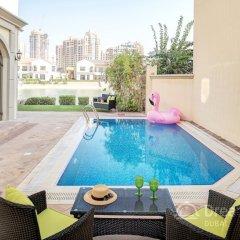 Отель Dream Inn Dubai-Luxury Palm Beach Villa бассейн
