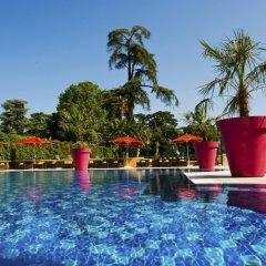 Отель Hilton Evian-les-Bains бассейн