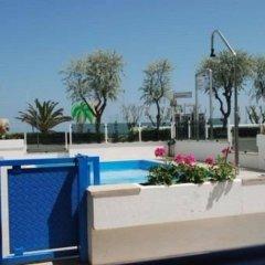 Hotel Costazzurra Римини бассейн