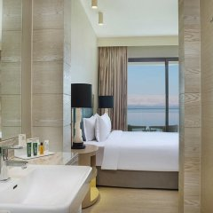 Отель Hilton Dead Sea Resort & Spa Иордания, Сваймех - 1 отзыв об отеле, цены и фото номеров - забронировать отель Hilton Dead Sea Resort & Spa онлайн ванная