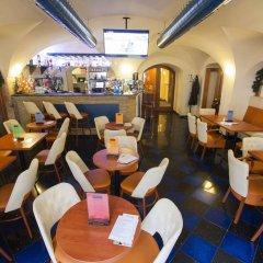 Отель Modra ruze Чехия, Прага - 10 отзывов об отеле, цены и фото номеров - забронировать отель Modra ruze онлайн гостиничный бар