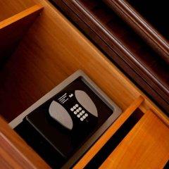 Отель The Avenue Suites Лагос сейф в номере