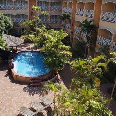 Four Seasons Hotel бассейн