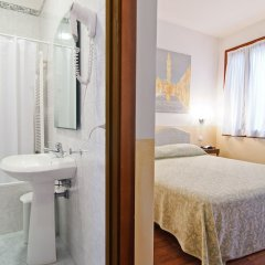 Отель Fenice Apartments in Venice Италия, Венеция - отзывы, цены и фото номеров - забронировать отель Fenice Apartments in Venice онлайн комната для гостей фото 5