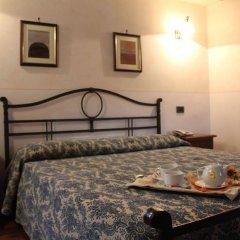 Отель Valle Rosa Country House Сполето сейф в номере