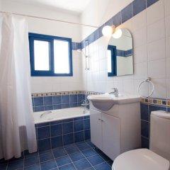 Отель Villa Saint Nikolas Кипр, Протарас - отзывы, цены и фото номеров - забронировать отель Villa Saint Nikolas онлайн ванная