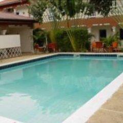 Отель Hilary Hotel Республика Конго, Пойнт-Нуар - отзывы, цены и фото номеров - забронировать отель Hilary Hotel онлайн бассейн фото 2
