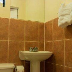 Отель Travellers Beach Resort ванная
