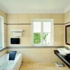 Отель Dalat Edensee Lake Resort & Spa Уорд 3 в номере