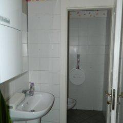 Отель SG1 Hostel Чехия, Прага - 3 отзыва об отеле, цены и фото номеров - забронировать отель SG1 Hostel онлайн ванная фото 2