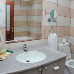 Отель Al Liwan Suites ванная фото 2