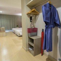 Отель Deevana Plaza Phuket сейф в номере