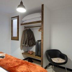 Отель Apartaments MO сейф в номере