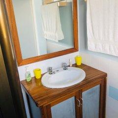 Отель Over The Horizon ванная